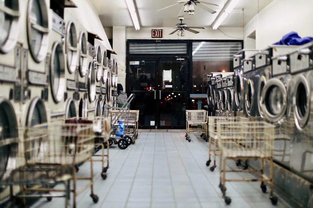 ธุรกิจเครื่องซักผ้าหยอดเหรียญ ลงทุนเท่าไหร่ แฟรนไชส์ไหนดี